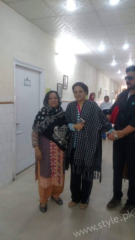 Actress Asma Abbas is discharged from Hospital after one month (2)