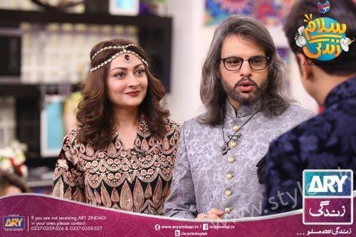 Anum Fayyaz and Jana Malik with their Husbands in Salam Zindagi (3)