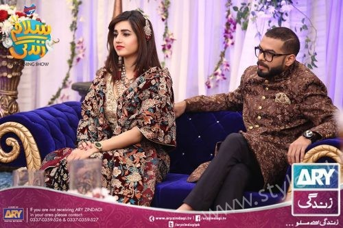 Anum Fayyaz and Jana Malik with their Husbands in Salam Zindagi (4)