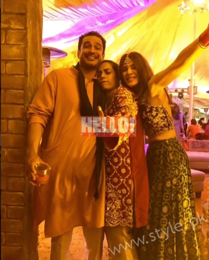 Ayesha Omar at her Friend's Mehndi (10)