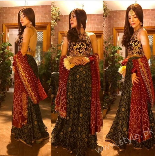 Ayesha Omar at her Friend's Mehndi (2)