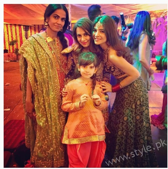 Ayesha Omar at her Friend's Mehndi (4)