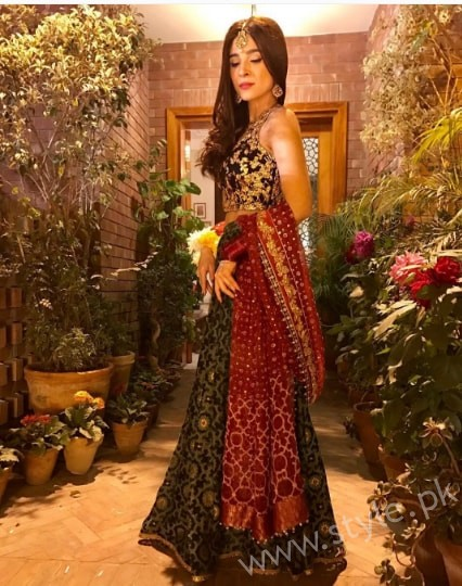 Ayesha Omar at her Friend's Mehndi (6)