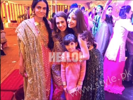 Ayesha Omar at her Friend's Mehndi (7)