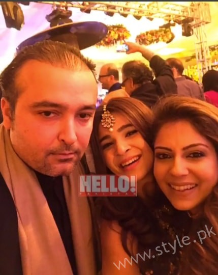 Ayesha Omar at her Friend's Mehndi (8)