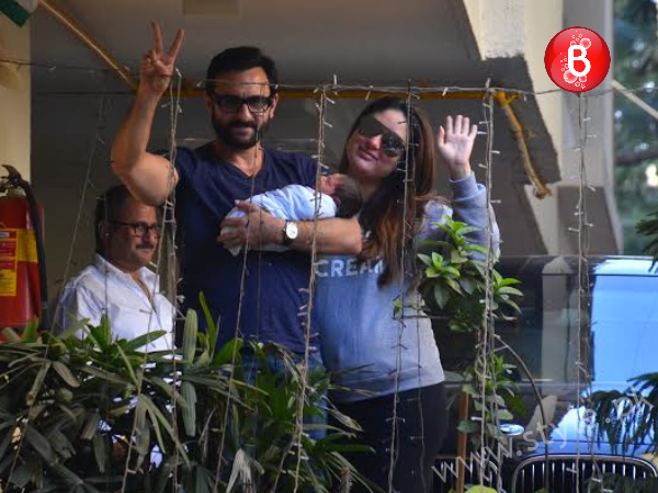 Kareena Kapoor and Saif Ali Khan with their son (1)