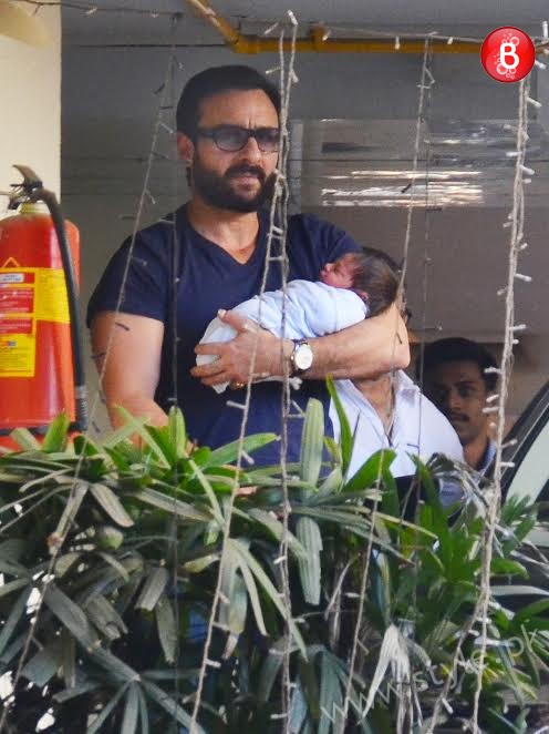 Kareena Kapoor and Saif Ali Khan with their son (6)