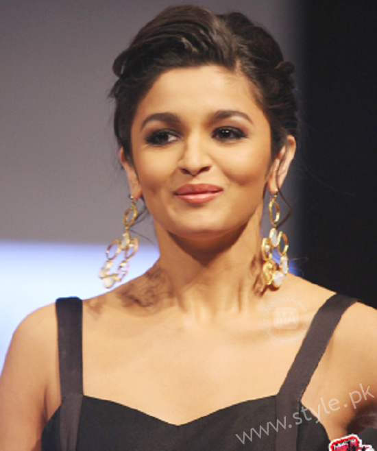 List Of Indian Actresses Who Rocked The Bun002