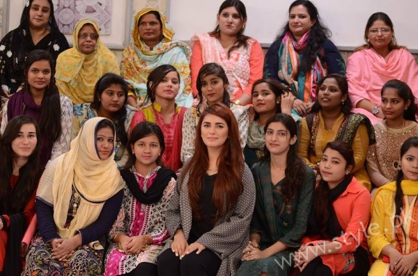 Momina Mustehsan Good Morning Pakistan Show Pictures (7)