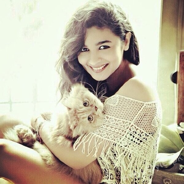 Pictures Of Bollywood Celebrities And Their Pets004