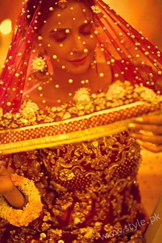 Saba Qamar Erum Khan Bridal Couture Campaign 2016-17 (4)