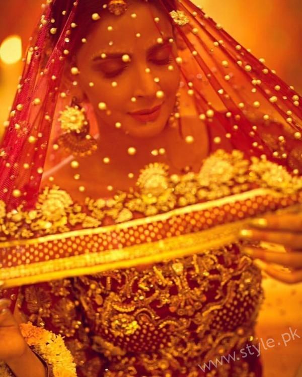 Saba Qamar Erum Khan Bridal Couture Campaign 2016-17 (6)
