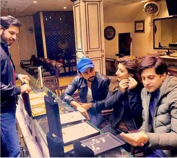 Urwa Hocane and Farhan Saeed selecting their Wedding Jewellery (2)