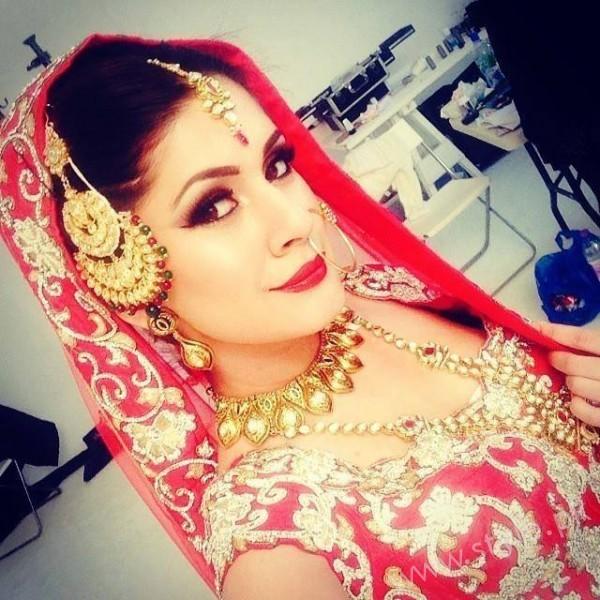 kubra khan husband