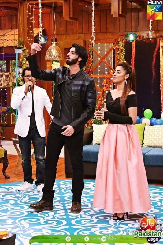 Agha Ali and Sanam Chaudhry in Jago Pakistan Jago (4)