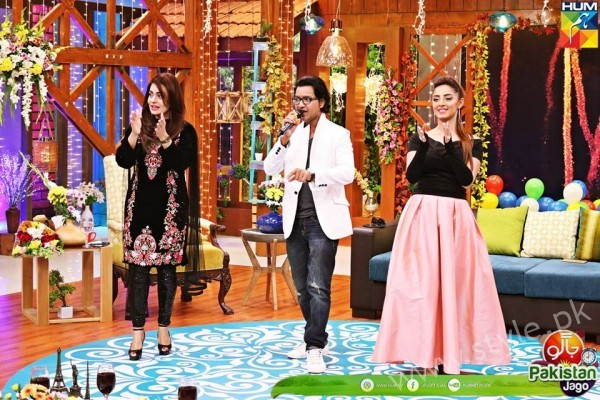 Agha Ali and Sanam Chaudhry in Jago Pakistan Jago (6)