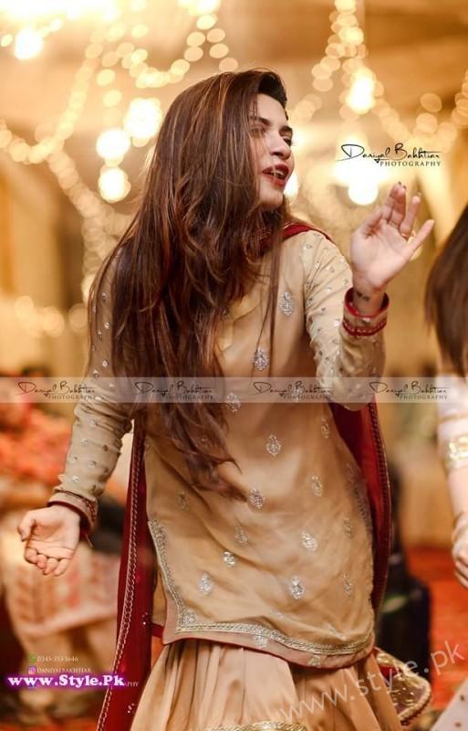Aiman Minal Khan Dholki Dancing Pictures (1)