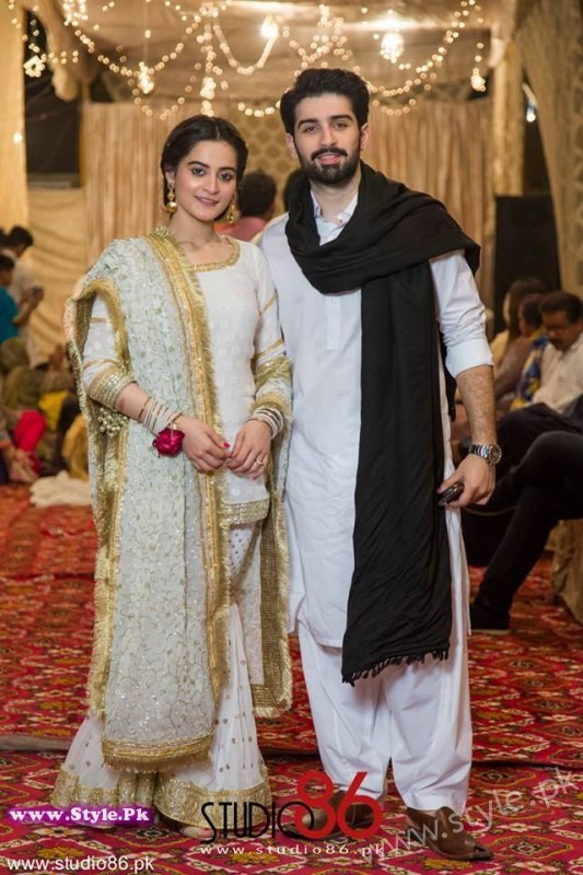 Aiman Minal Khan Dholki Dancing Pictures (4)