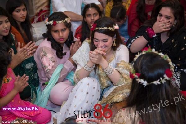 Aiman Minal Khan Dholki Dancing Pictures (8)