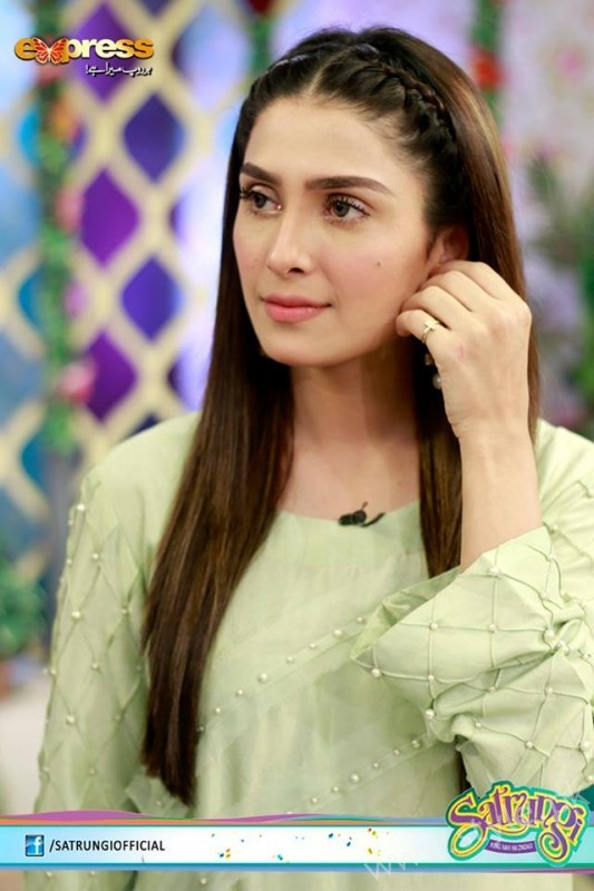 Ayeza Khan's surprise Birthday Celebration in Morning Show 'Satrungi' (10)