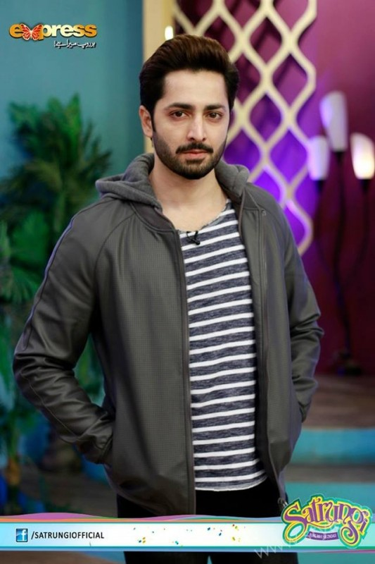 Ayeza Khan's surprise Birthday Celebration in Morning Show 'Satrungi' (12)