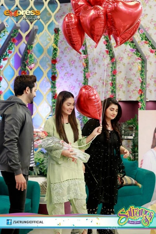 Ayeza Khan's surprise Birthday Celebration in Morning Show 'Satrungi' (14)