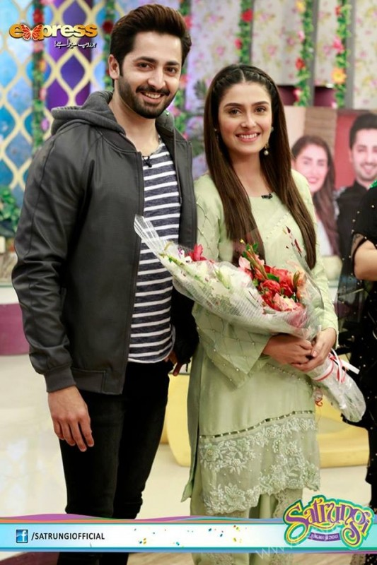 Ayeza Khan's surprise Birthday Celebration in Morning Show 'Satrungi' (15)