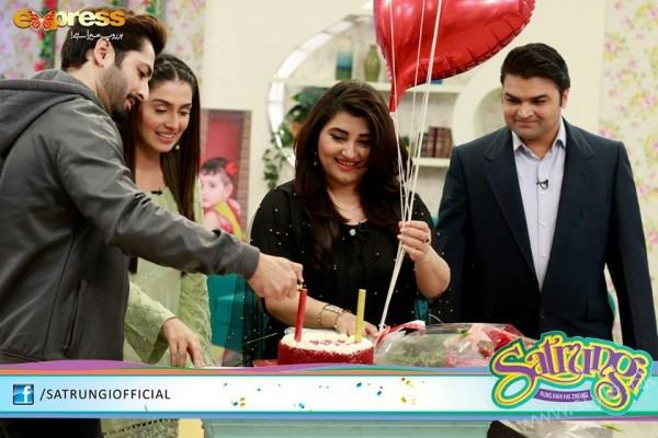 Ayeza Khan's surprise Birthday Celebration in Morning Show 'Satrungi' (21)