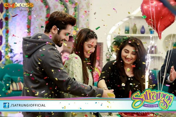 Ayeza Khan's surprise Birthday Celebration in Morning Show 'Satrungi' (23)