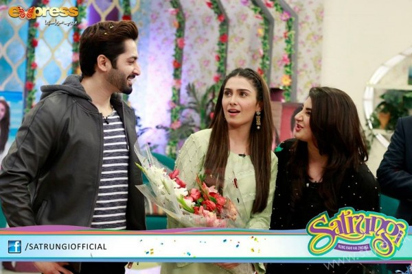 Ayeza Khan's surprise Birthday Celebration in Morning Show 'Satrungi' (24)