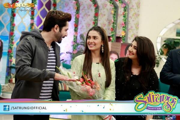 Ayeza Khan's surprise Birthday Celebration in Morning Show 'Satrungi' (25)