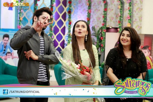 Ayeza Khan's surprise Birthday Celebration in Morning Show 'Satrungi' (26)