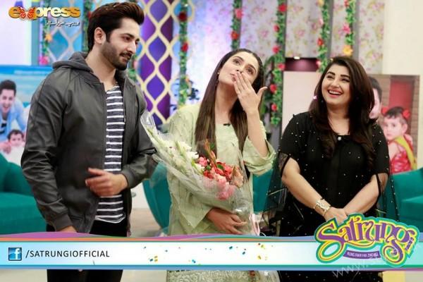 Ayeza Khan's surprise Birthday Celebration in Morning Show 'Satrungi' (27)