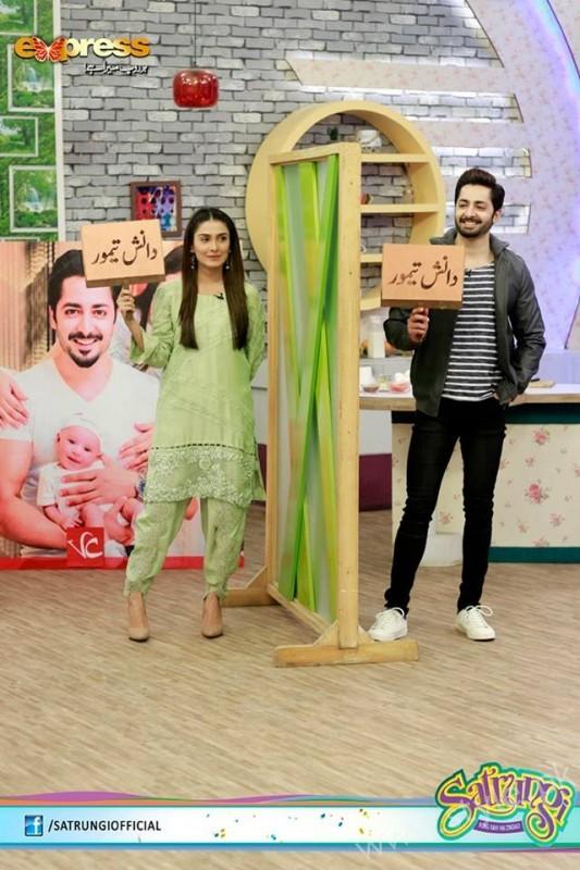 Ayeza Khan's surprise Birthday Celebration in Morning Show 'Satrungi' (5)