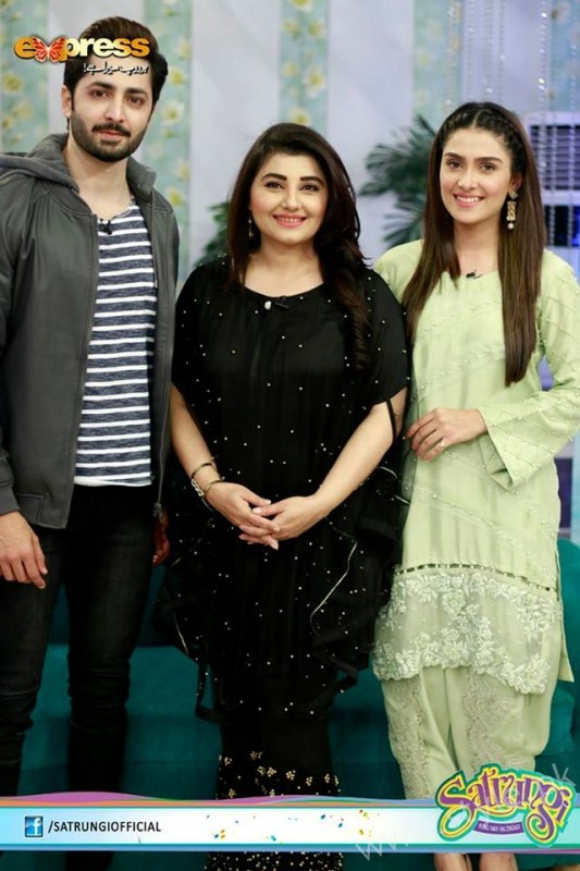 Ayeza Khan's surprise Birthday Celebration in Morning Show 'Satrungi' (8)