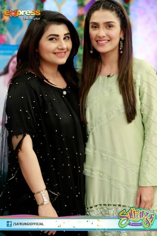 Ayeza Khan's surprise Birthday Celebration in Morning Show 'Satrungi' (9)