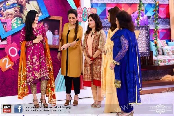 Bushra Ansari, Asma Abbas and Sisters at Sanam Baloch Show (1)