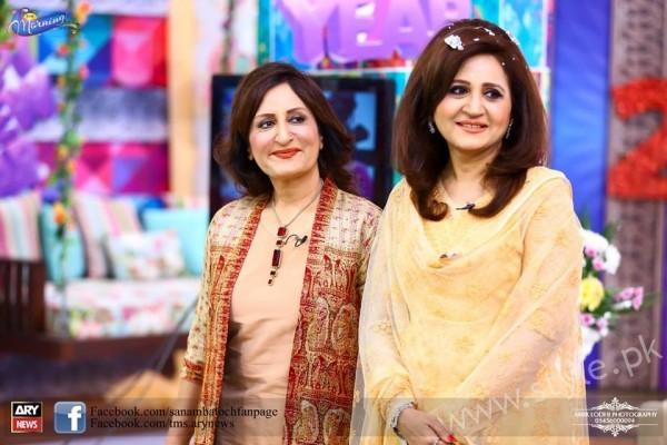 Bushra Ansari, Asma Abbas and Sisters at Sanam Baloch Show (4)