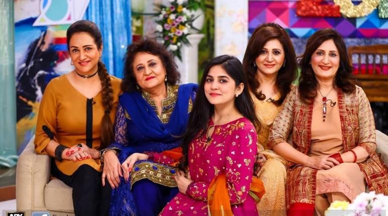 Bushra Ansari with sisters in Sanam Baloch Show
