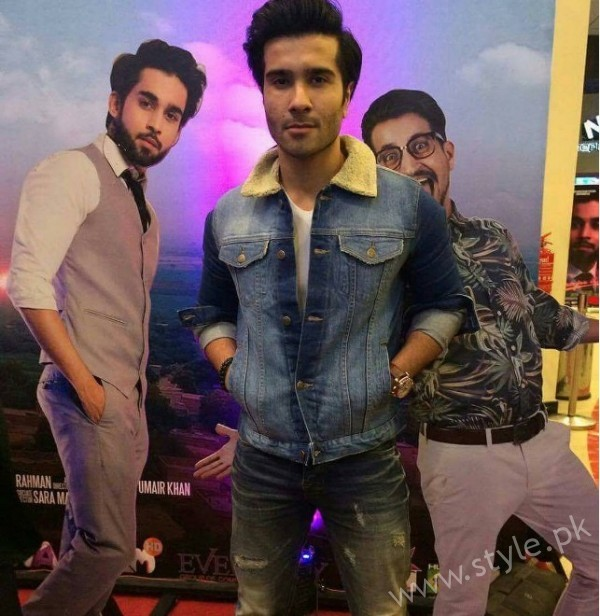 Celebrities at Premiere of Thora Jee Le (3)
