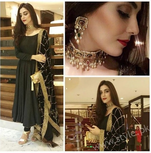 Embroidered velvet shawls are ruling in winters 2017 (3)