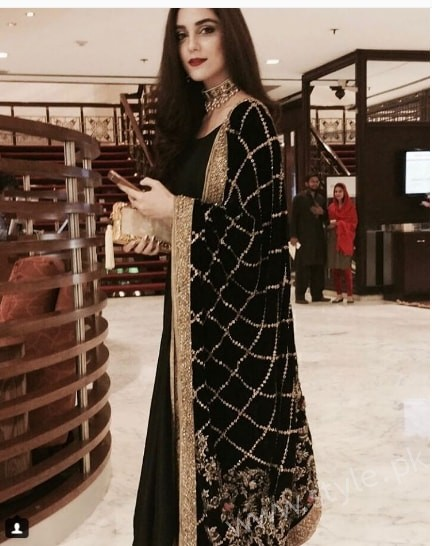 Embroidered velvet shawls are ruling in winters 2017 (4)