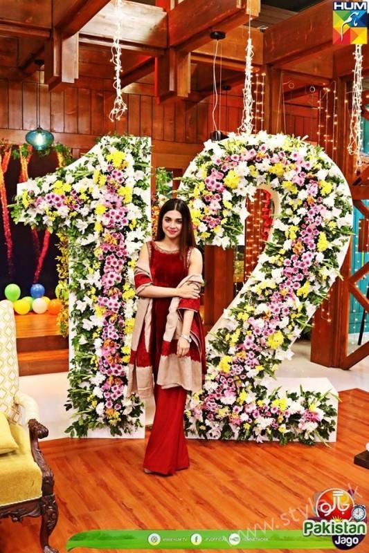Kubra Khan, Sarah Khan, Iqra Aziz and Sonya Hussain at 12 Anniversary of HUM TV (16)