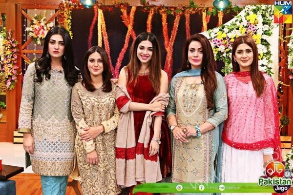 Kubra Khan, Sarah Khan, Iqra Aziz and Sonya Hussain at 12 Anniversary of HUM TV (22)