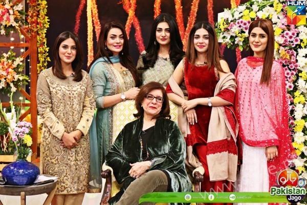 Kubra Khan, Sarah Khan, Iqra Aziz and Sonya Hussain at 12 Anniversary of HUM TV (6)
