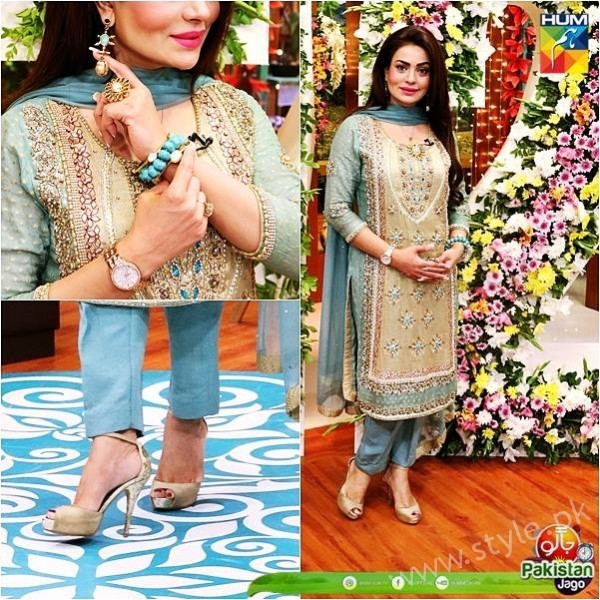 Kubra Khan, Sarah Khan, Iqra Aziz and Sonya Hussain at 12 Anniversary of HUM TV (8)