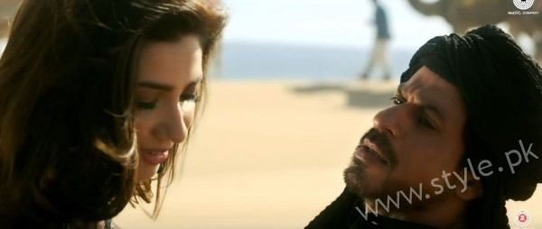 Mahira Khan and Shahrukh Khan's Chemistry in Raees gives us Major Love Goals (4)