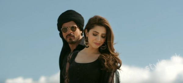 Mahira Khan and Shahrukh Khan's Chemistry in Raees gives us Major Love Goals (5)