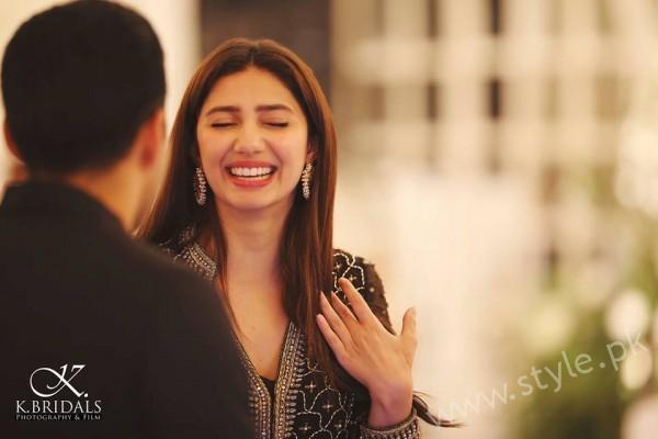 Mahira Khan at a Recent Wedding (2)