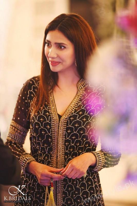 Mahira Khan at a Recent Wedding (3)